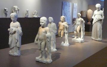 Βραυρώνα αγάλματα παιδιών
