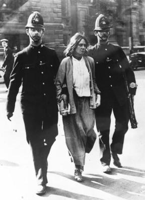 Suffragette_arrest,_London,_1914